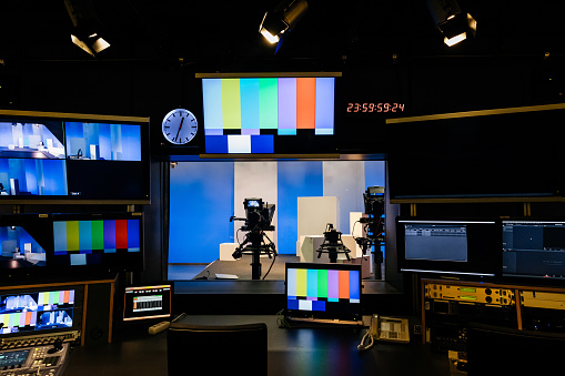Industry「TV And Video Equipment At University」:スマホ壁紙(6)