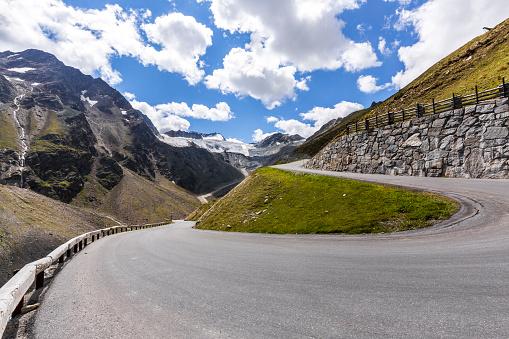 Solden「Austria, Soelden, view to Rettenbach glacier and empty Oeztal Glacier Road」:スマホ壁紙(16)