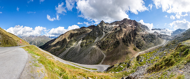 Solden「Austria, Soelden, view to Rettenbach glacier and empty Oeztal Glacier Road」:スマホ壁紙(9)