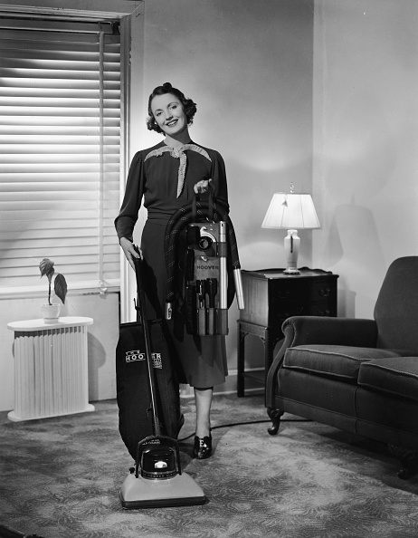 Stay-at-Home Mother「Housewife Using Hoover Vacuum In Ad 」:写真・画像(13)[壁紙.com]