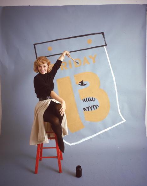 カレンダー「Woman Painting 'Friday The 13'」:写真・画像(0)[壁紙.com]