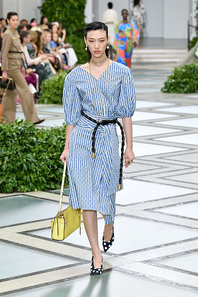 Striped「Tory Burch NYFW SS20 - Runway」:写真・画像(9)[壁紙.com]