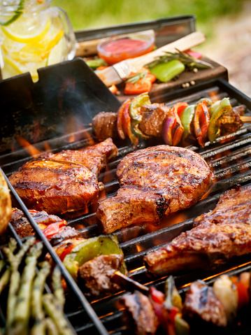 Barbecue Grill「Pork Chops with Kabobs on the BBQ」:スマホ壁紙(3)