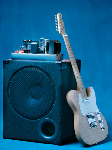 Electric Guitar「Electric guitar leaning on tube amplifier.」:スマホ壁紙(18)