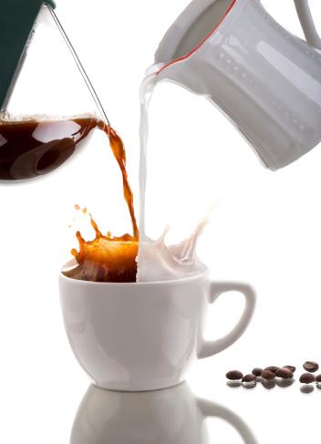 Splashing「Pouring coffee」:スマホ壁紙(3)