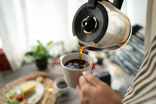 Human Hand「pouring coffee at breakfast」:スマホ壁紙(5)