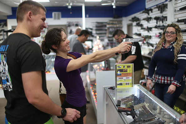 Sale「Holiday Gun Sales Soar In U.S.」:写真・画像(8)[壁紙.com]