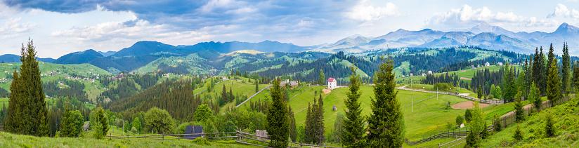 Carpathian Mountain Range「Sunny summer panorama」:スマホ壁紙(19)