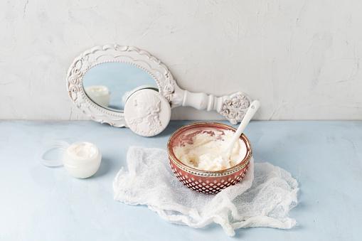 Hand Mirror「Gauze, hand mirror and bowl of homemade shea butter moisturizer」:スマホ壁紙(0)