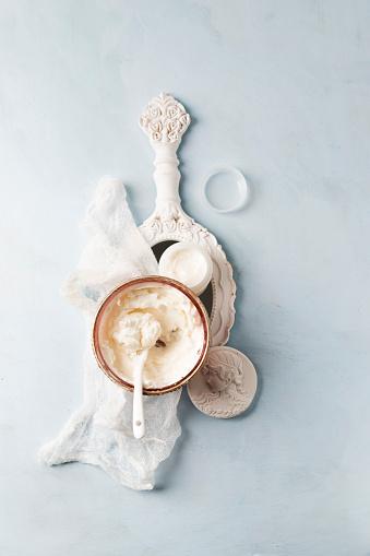 Hand Mirror「Gauze, hand mirror and bowl of homemade shea butter moisturizer」:スマホ壁紙(6)