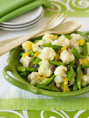Bush Bean「Cauliflower and sugar snap peas salad, close-up」:スマホ壁紙(5)