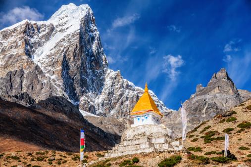 Khumbu「Himalaya's landscape - lonely stupa on the trail to Everest」:スマホ壁紙(14)