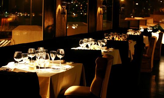 恋愛「豪華なディナーテーブルとレストラン」:スマホ壁紙(8)