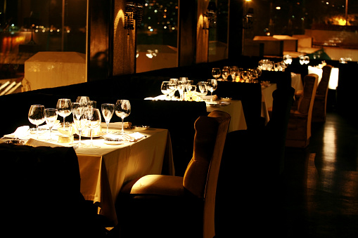 恋愛「豪華なディナーテーブルとレストラン」:スマホ壁紙(3)