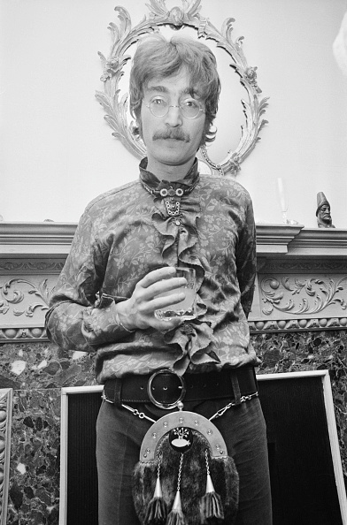 One Man Only「Lennon With Sporran」:写真・画像(1)[壁紙.com]