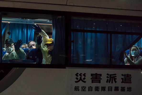 Tomohiro Ohsumi「Passengers Disembark Diamond Princess Cruise Ship After Quarantine Ends」:写真・画像(5)[壁紙.com]