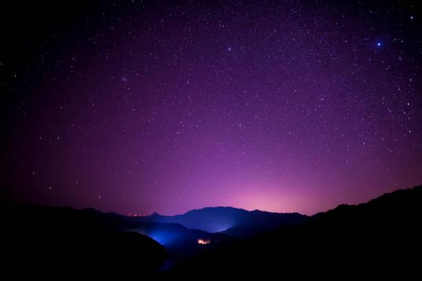 Starry sky scene on high mountains, South China:スマホ壁紙(壁紙.com)