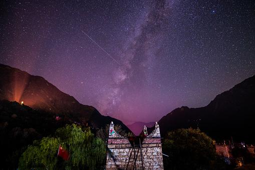 star sky「Starry sky of Danba County in Ganzi Region,Sichuan Province,China 」:スマホ壁紙(7)
