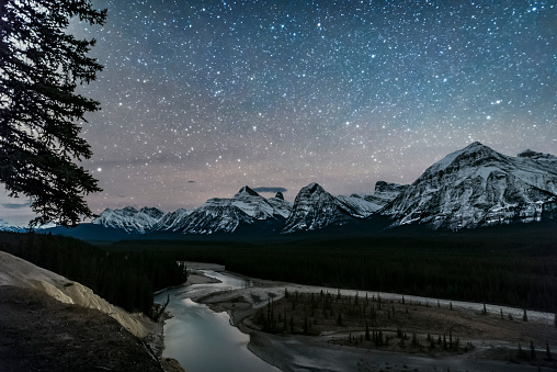Multiple Exposure「A starry sky over the Athabasca River and continental divide, Alberta, Canada.」:スマホ壁紙(8)