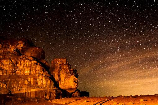 星空「で星空のワジラム砂漠」:スマホ壁紙(13)