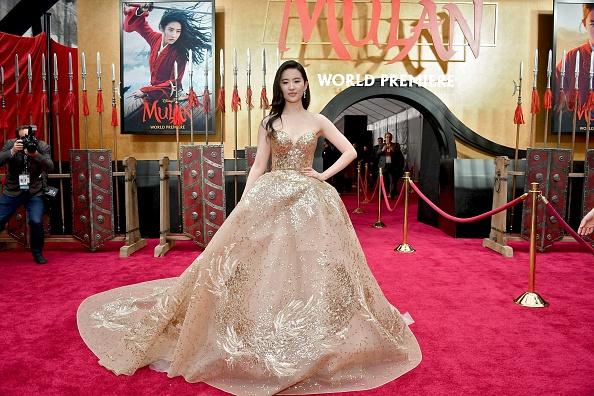 "Disney「Premiere Of Disney's ""Mulan"" - Red Carpet」:写真・画像(8)[壁紙.com]"