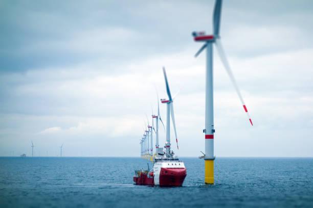Big Offshore wind-farm with transfer vessel:スマホ壁紙(壁紙.com)