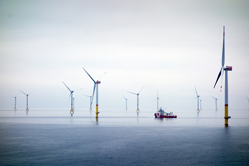 Overcast「Big Offshore wind-farm with transfer vessel」:スマホ壁紙(6)