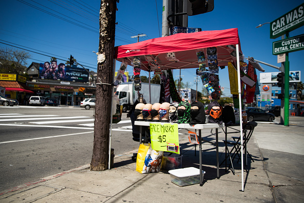 Rich Fury「Pop Up Stands Sell Personal Protective Equipment During The Coronavirus Outbreak In Los Angeles」:写真・画像(19)[壁紙.com]