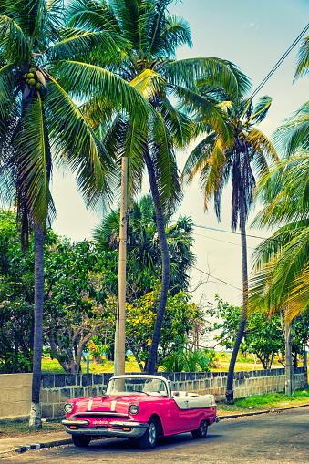 Cuban Culture「Vintage American car in Varadero, Cuba」:スマホ壁紙(9)