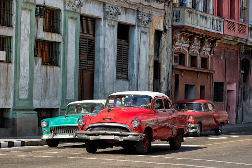 自動車「ビンテージアメリカン車での運転ハバナ,キューバ」:スマホ壁紙(17)