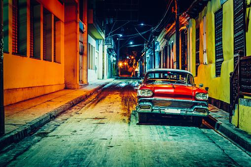 Cuba「Vintage American car (taxi) parked in Santiago de Cuba」:スマホ壁紙(19)