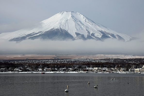 Mount Fuji「Scenic Views Of Snow Capped Mt. Fuji」:写真・画像(0)[壁紙.com]