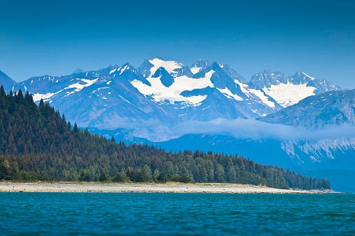 Glacier Bay National Park「Scenic View Of Coastal Mountains And Muir Inlet, Glacier Bay National Park & Preserve, Southeast Alaska, Summer」:スマホ壁紙(11)