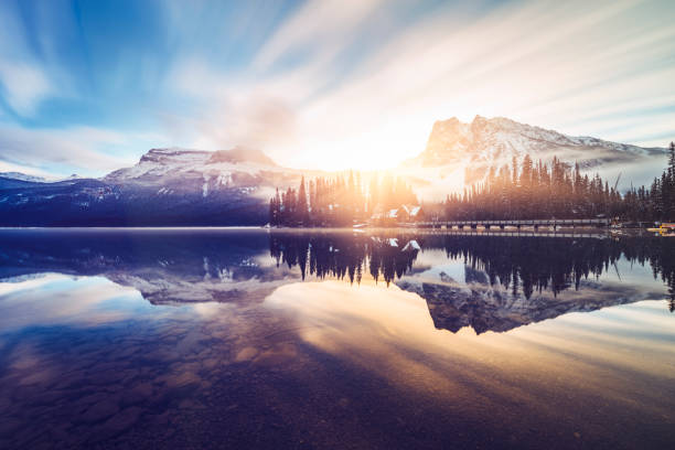 Scenic view of mountains at Emerald Lake:スマホ壁紙(壁紙.com)