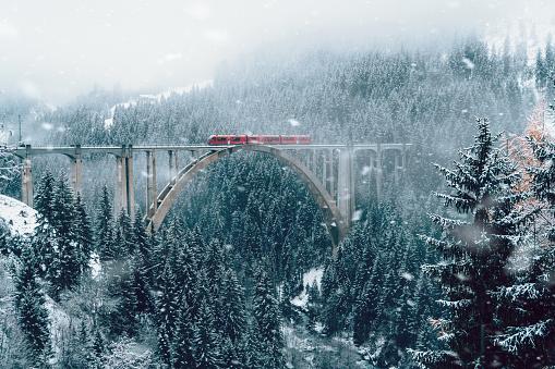 Railway「Scenic view of train on viaduct in Switzerland」:スマホ壁紙(18)