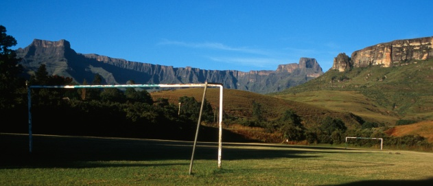 Goal Post「Scenic View of a Soccer Field with the Mountains in the Background」:スマホ壁紙(3)
