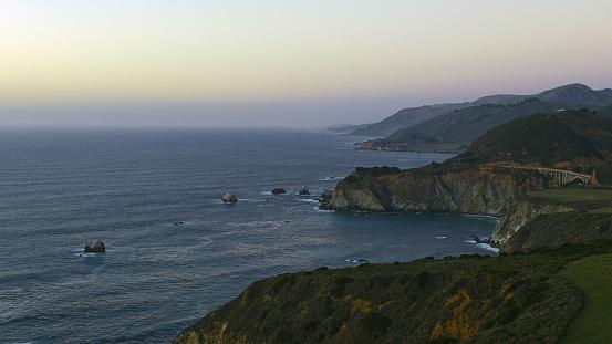 Big Sur「Scenic view of cliffs at ocean」:スマホ壁紙(2)