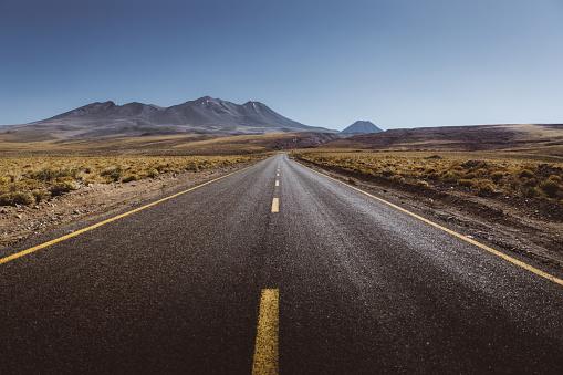 Active Volcano「Scenic view of mountain road in Atacama desert」:スマホ壁紙(3)