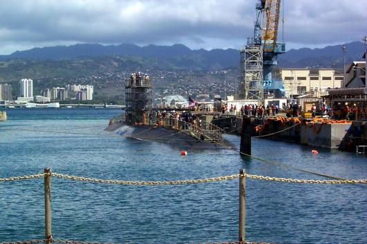 オアフ島「USS Greeneville Arrives at Dry Dock #1 After Collision」:写真・画像(9)[壁紙.com]