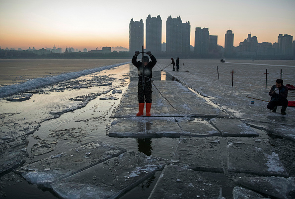 Ice Sculpture「Workers In China Prepare For World's Largest Ice Festival」:写真・画像(15)[壁紙.com]