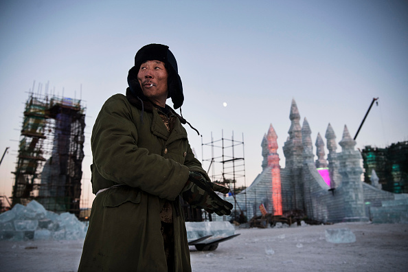 雪まつり「Workers In China Prepare For World's Largest Ice Festival」:写真・画像(16)[壁紙.com]