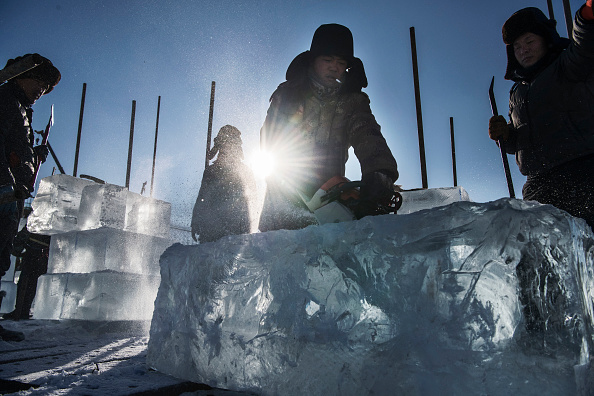 Ice Sculpture「Workers In China Prepare For World's Largest Ice Festival」:写真・画像(10)[壁紙.com]