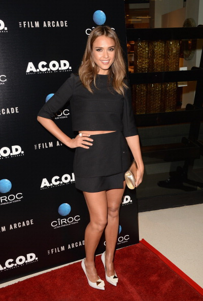 "Gold Purse「Premiere Of The Film Arcade's ""A.C.O.D."" - Arrivals」:写真・画像(5)[壁紙.com]"