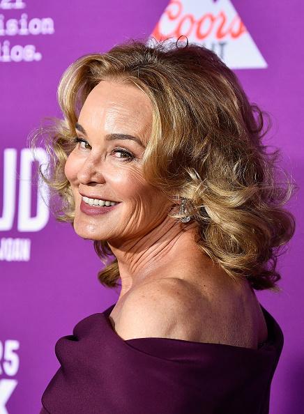 肩ごしに見る「Premiere Of FX Network's 'Feud: Bette And Joan' - Arrivals」:写真・画像(16)[壁紙.com]