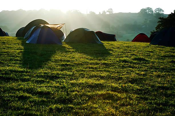 Camping tents at sunrise:スマホ壁紙(壁紙.com)