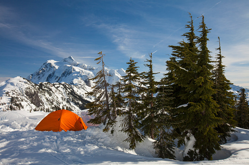 North Cascades National Park「Camping tent in winter in North Cascades National Park, Washington State, USA」:スマホ壁紙(11)