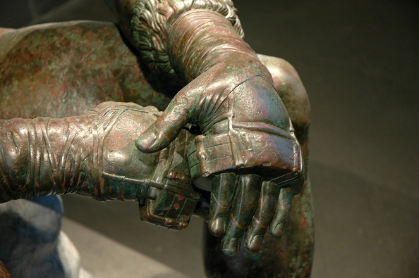 Athlete「The Boxer Of Quirinal Or Therme Boxer. Bronze Hellenistic Orginal Found At The Remains Of The Baths  Artist: Werner Forman.」:写真・画像(1)[壁紙.com]