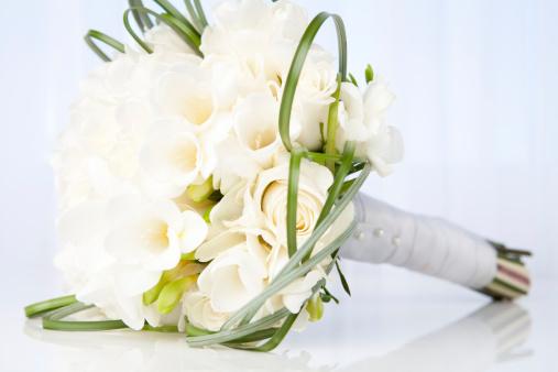 結婚「ホワイトのブライダルブーケ」:スマホ壁紙(7)