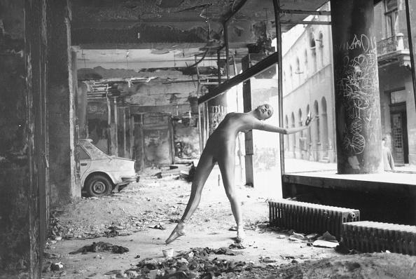 1990-1999「Dancing In Ruins」:写真・画像(10)[壁紙.com]