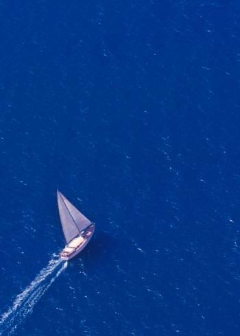 Queensland「Sailing yacht at sea.」:スマホ壁紙(19)
